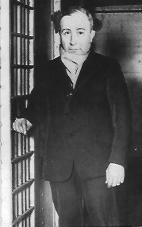 Johnny Torrio after the murder attempt, hiding his scars.